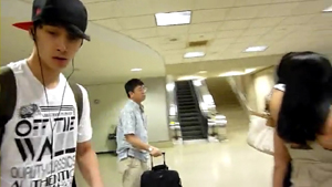 [FANCAM] 2PM   Wonder Girls arriving in LA.flv_000092055