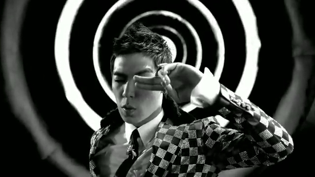 MV Full HD l T.O.P - Turn It Up「K-Pop June 2010」.flv_000025370