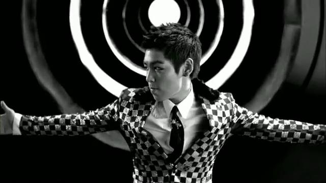 MV Full HD l T.O.P - Turn It Up「K-Pop June 2010」.flv_000017415