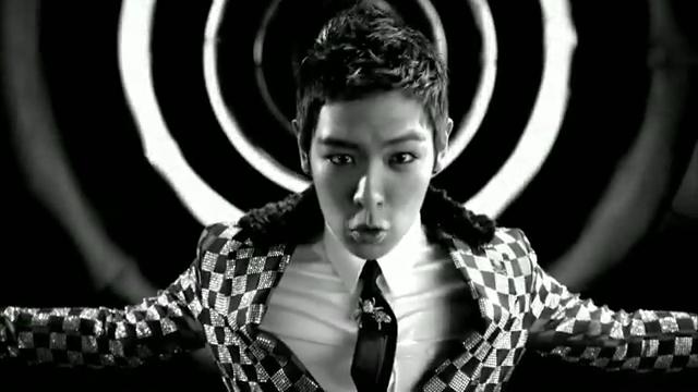MV Full HD l T.O.P - Turn It Up「K-Pop June 2010」.flv_000014072