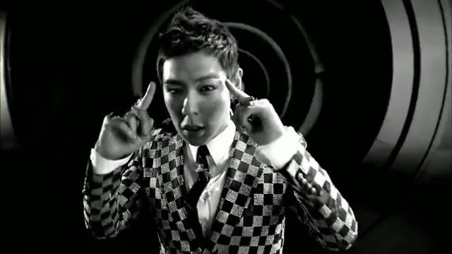 MV Full HD l T.O.P - Turn It Up「K-Pop June 2010」.flv_000035298
