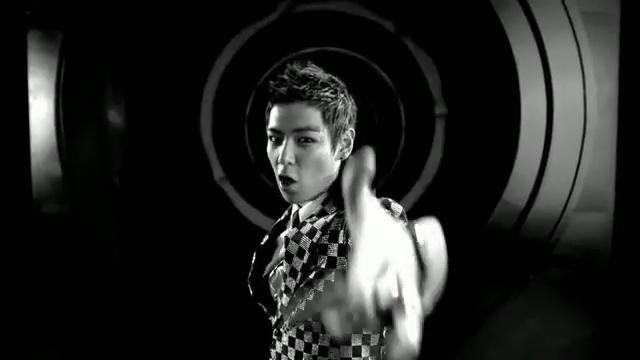 MV Full HD l T.O.P - Turn It Up「K-Pop June 2010」.flv_000029849