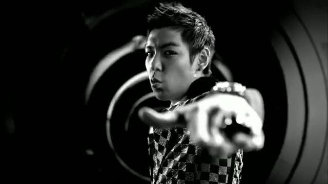 MV Full HD l T.O.P - Turn It Up「K-Pop June 2010」.flv_000109169