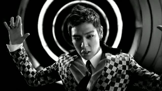 MV Full HD l T.O.P - Turn It Up「K-Pop June 2010」.flv_000106762