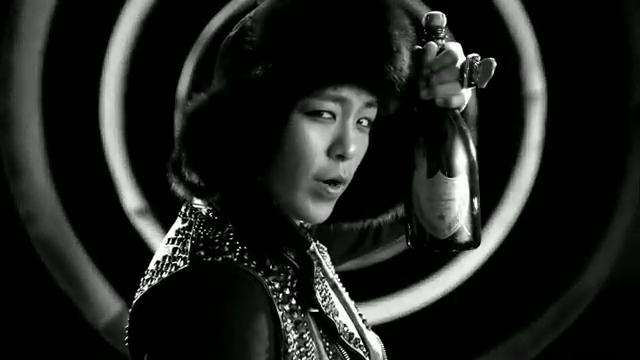 MV Full HD l T.O.P - Turn It Up「K-Pop June 2010」.flv_000110639
