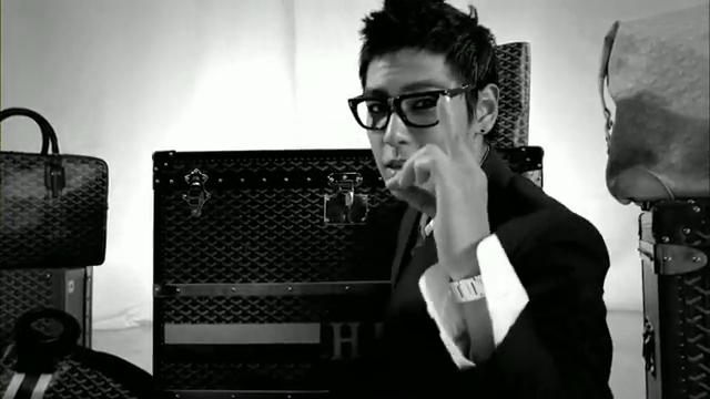 MV Full HD l T.O.P - Turn It Up「K-Pop June 2010」.flv_000117091