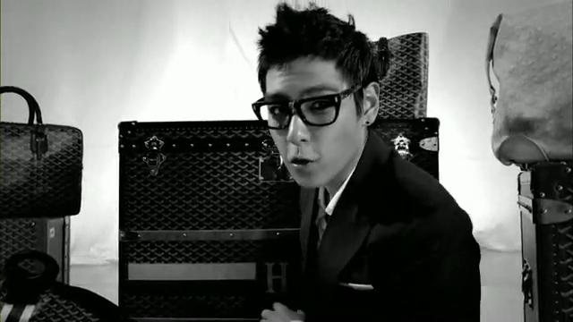 MV Full HD l T.O.P - Turn It Up「K-Pop June 2010」.flv_000117492