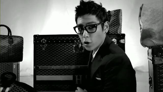 MV Full HD l T.O.P - Turn It Up「K-Pop June 2010」.flv_000117625