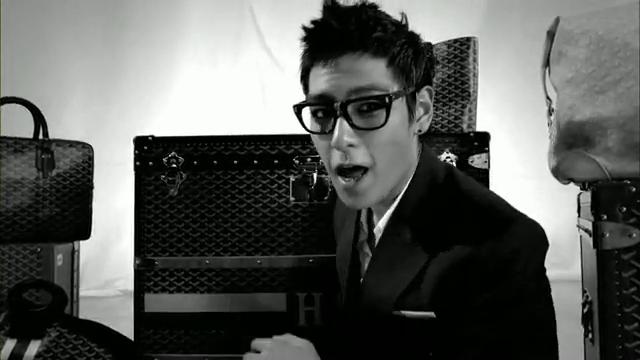 MV Full HD l T.O.P - Turn It Up「K-Pop June 2010」.flv_000117358