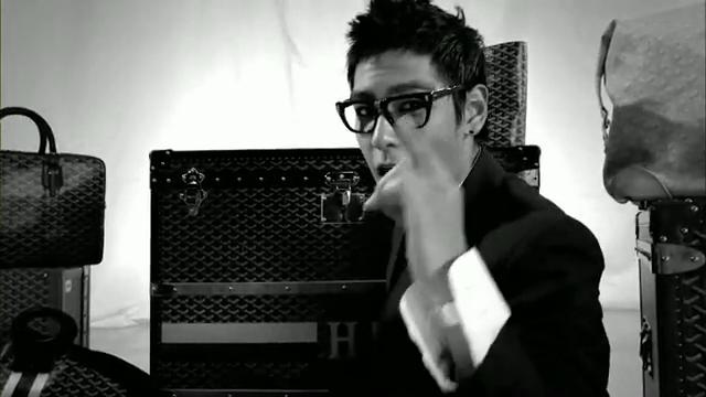 MV Full HD l T.O.P - Turn It Up「K-Pop June 2010」.flv_000117224