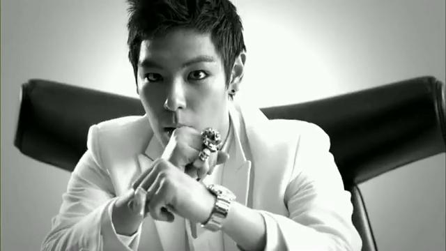 MV Full HD l T.O.P - Turn It Up「K-Pop June 2010」.flv_000119865