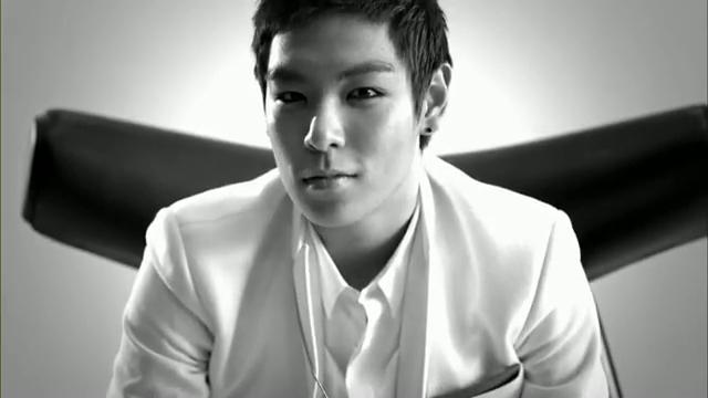 MV Full HD l T.O.P - Turn It Up「K-Pop June 2010」.flv_000131631