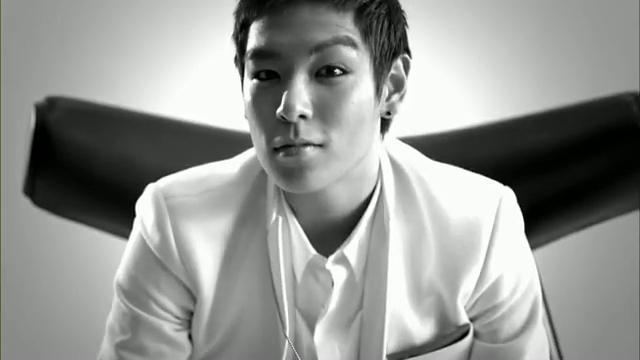 MV Full HD l T.O.P - Turn It Up「K-Pop June 2010」.flv_000131497