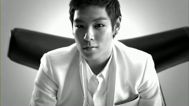 MV Full HD l T.O.P - Turn It Up「K-Pop June 2010」.flv_000131363