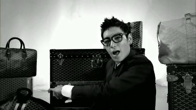 MV Full HD l T.O.P - Turn It Up「K-Pop June 2010」.flv_000128623