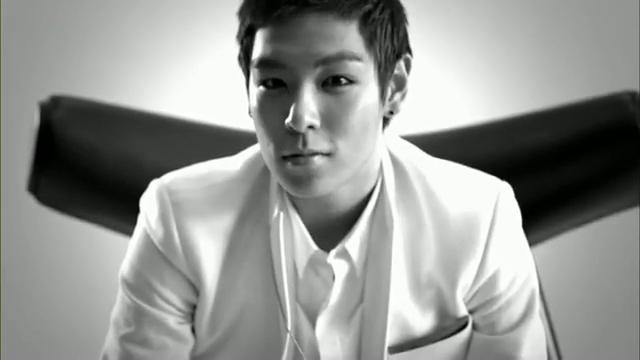 MV Full HD l T.O.P - Turn It Up「K-Pop June 2010」.flv_000131196