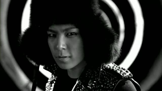 MV Full HD l T.O.P - Turn It Up「K-Pop June 2010」.flv_000145269