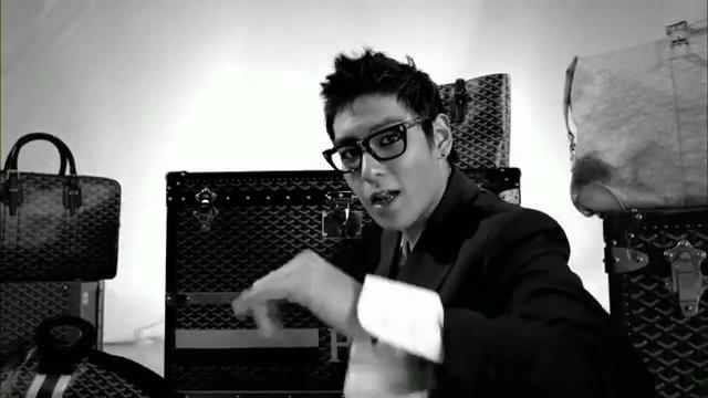 MV Full HD l T.O.P - Turn It Up「K-Pop June 2010」.flv_000162483