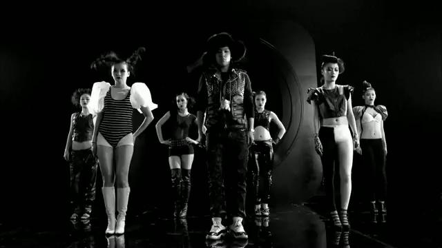 MV Full HD l T.O.P - Turn It Up「K-Pop June 2010」.flv_000198382