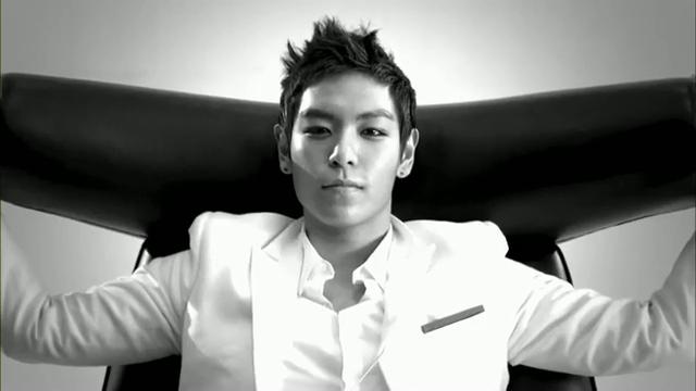 MV Full HD l T.O.P - Turn It Up「K-Pop June 2010」.flv_000210482