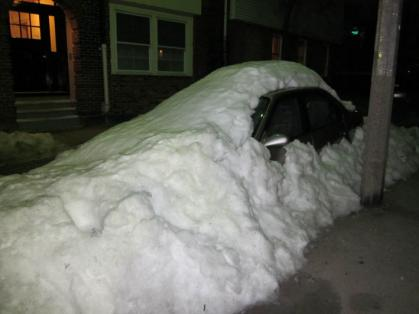North_end_car_burried_Snow01.jpg