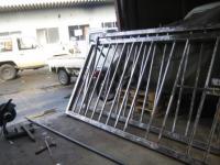 gate090202.jpg