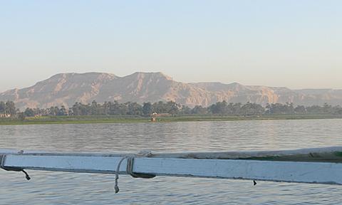 ナイル川から見た王家の谷
