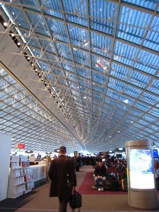 仏空港天井2010