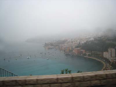 モナコのぼやけた海の景色