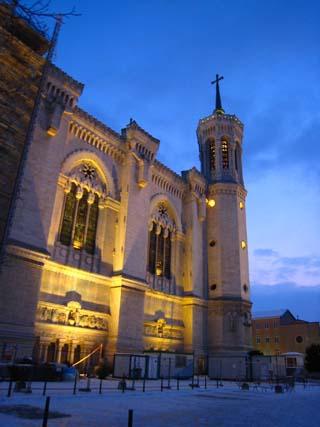 フルビエール教会夜1