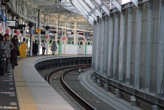 小杉駅はこんなに曲がっています。