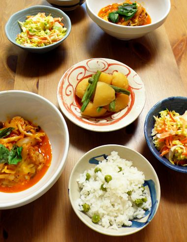 豆ごはん、鶏肉のトマト煮込み、コールスロー、いんげんとじゃがいもの煮物