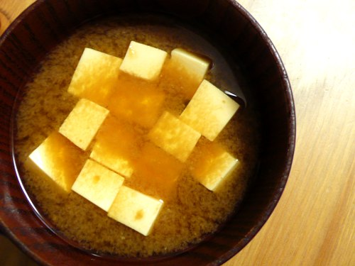 タマネギの皮のダシの味噌汁