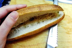 フランスパンのコロッケはさみ