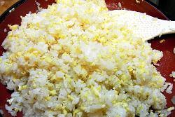 卵そぼろとレンコンとゴマの寿司