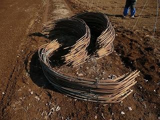 ビニールトンネル用の鉄パイプ