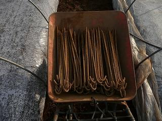 金属製の杭