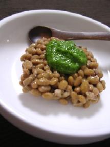 納豆にパセリソース