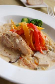 せん切り野菜と鶏肉のマスタードクリーム