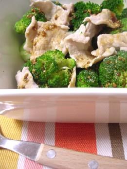レンジで簡単♪ブロッコリーと豚肉のHOTサラダ
