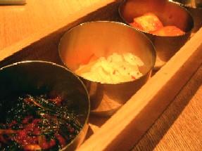 お通し「韓国惣菜4品」