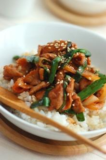 にらと豚肉のスタミナ韓国丼