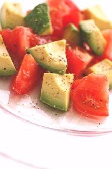 トマトとアボカドの簡単♪サラダ