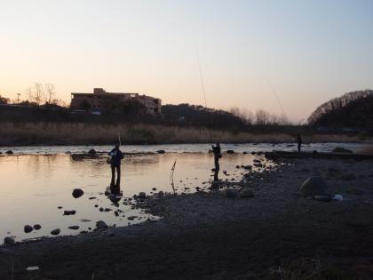 市民広場餌釣り_20110412_P4120087