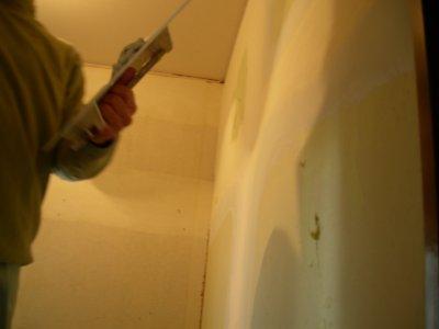 パテを塗る作業だそうです。