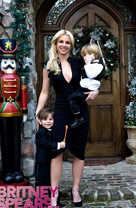 z-britney-spears-nye-photo-via-bscom.jpg