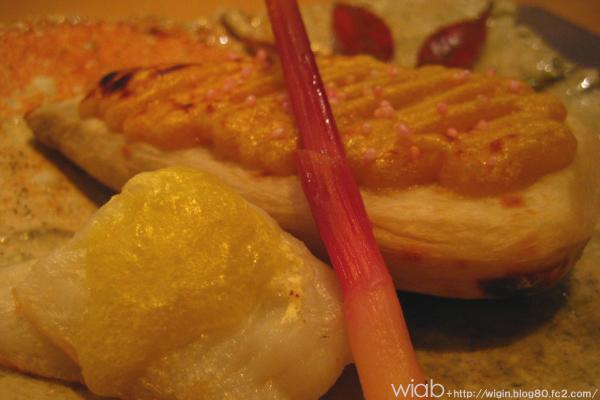 これは白身魚に湯葉をなんか面白い調理方法でやったもの。