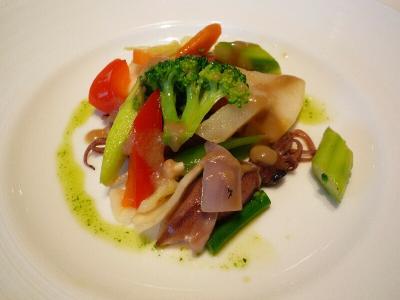 7 バーニャカウダで和えた温野菜とホタルイカ