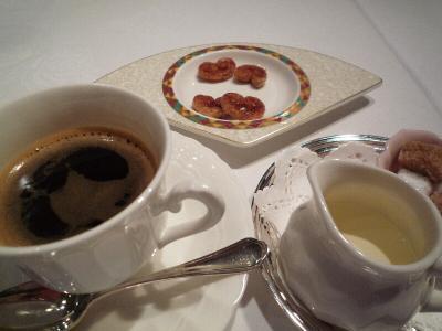 5.コーヒーと小さなお菓子