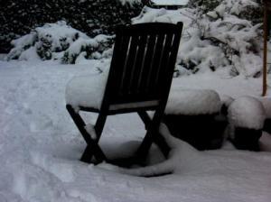椅子の上の雪のクッション
